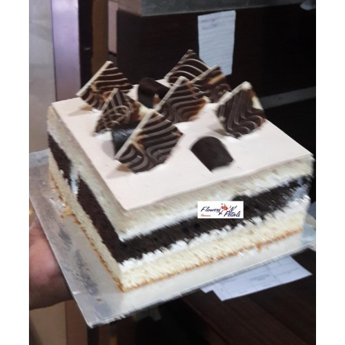 1/2 kg Coffee with chocolate square shape cake