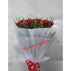 30 Red Roses Bunch With White Paper Packing