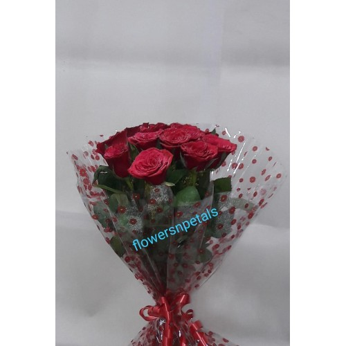10 Red Roses Hand Bunch